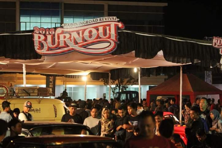 Traditional Custom Festival Burnout Solo 2017