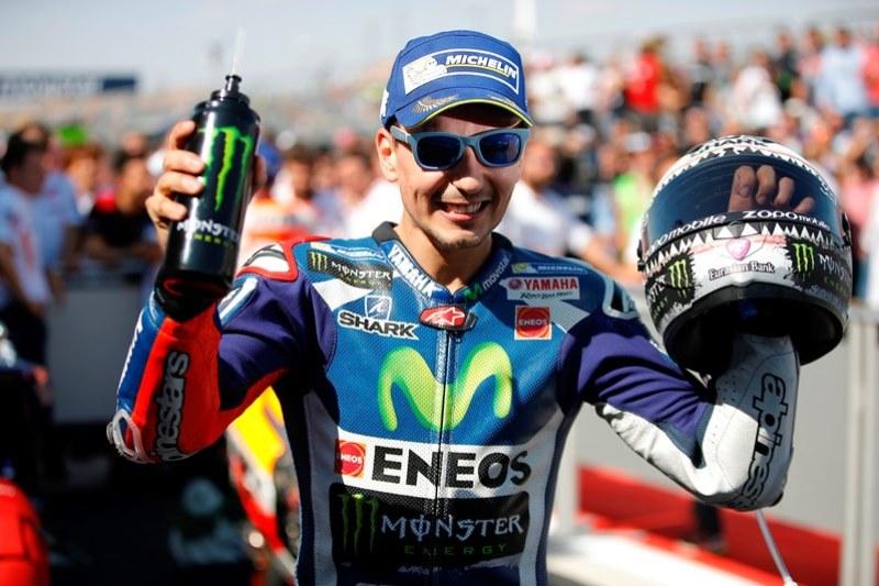 Lorenzo Akan Geber Mobil F1 Mercedez