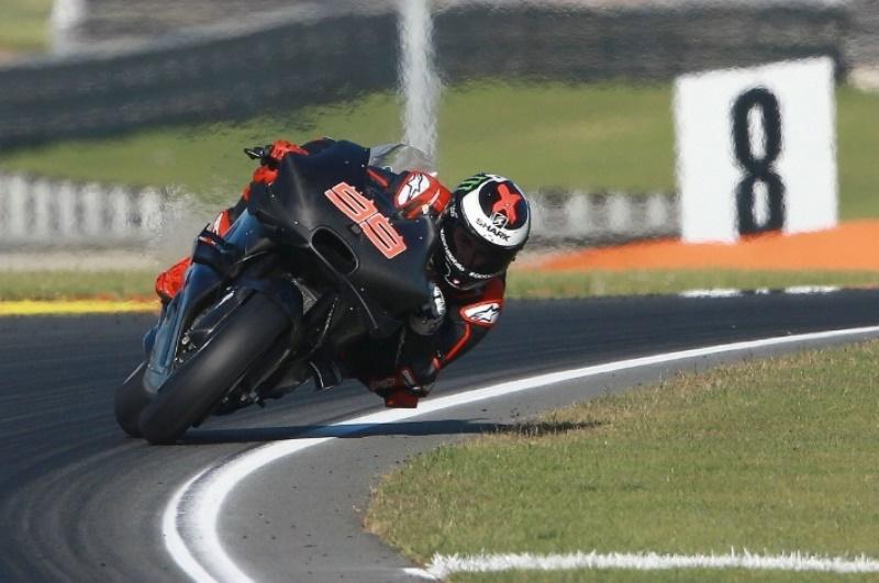Senyum Lorenzo Setelah Mencoba Ducati Desmosedici GP16