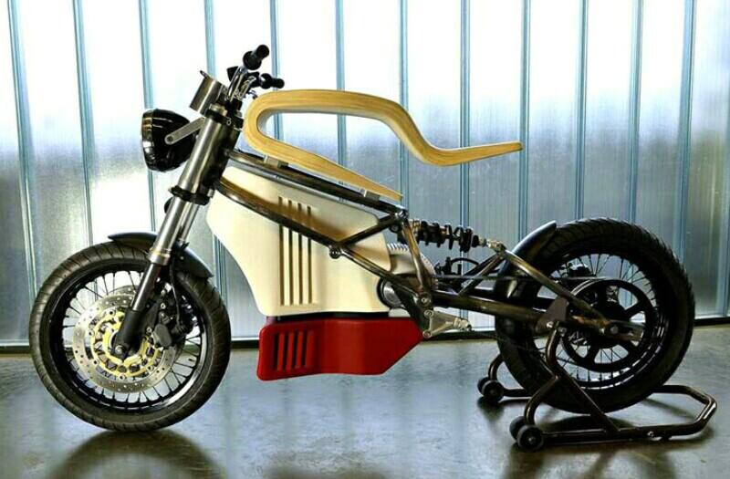 Sepeda motor listrik e-raw sudah diproduksi. Desainnya yang menampilkan esensi sebuah sepeda motor itu sudah dirancang sejak 3 tahun lalu.