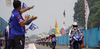 Peserta victory lap Yamaha wanita