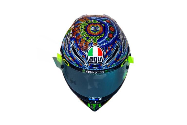 Rossi Menggunakan Helm Bercorak Mexico