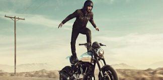 Keanu Reeves Berakrobatik