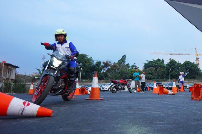 Instruktur Safety Riding ini
