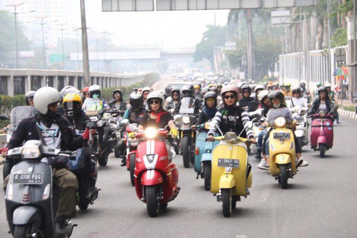 69 Female Bikers
